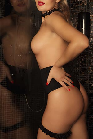 Masseuse Andreea at the Mon Amour erotic massage parlor in Bucharest (7)