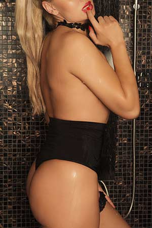 Masseuse Andreea at the Mon Amour erotic massage parlor in Bucharest (8)